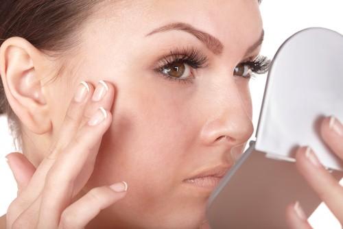 Co się dzieje ze skórą, własami i paznokciami, gdy chorujemy na niedoczynność lub nadczynność tarczycy?